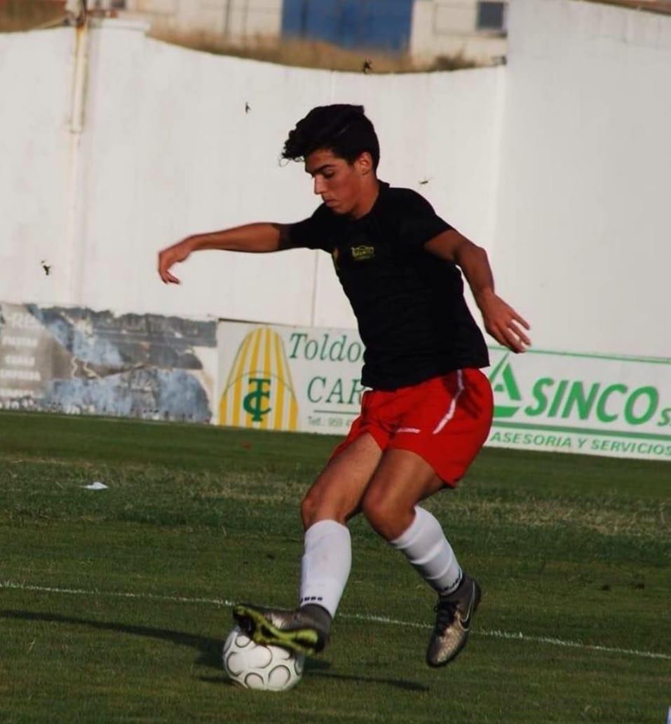 Javi Simó, centrocampista proveniente del CD Pinzón, vuelve al CD Cerreño.