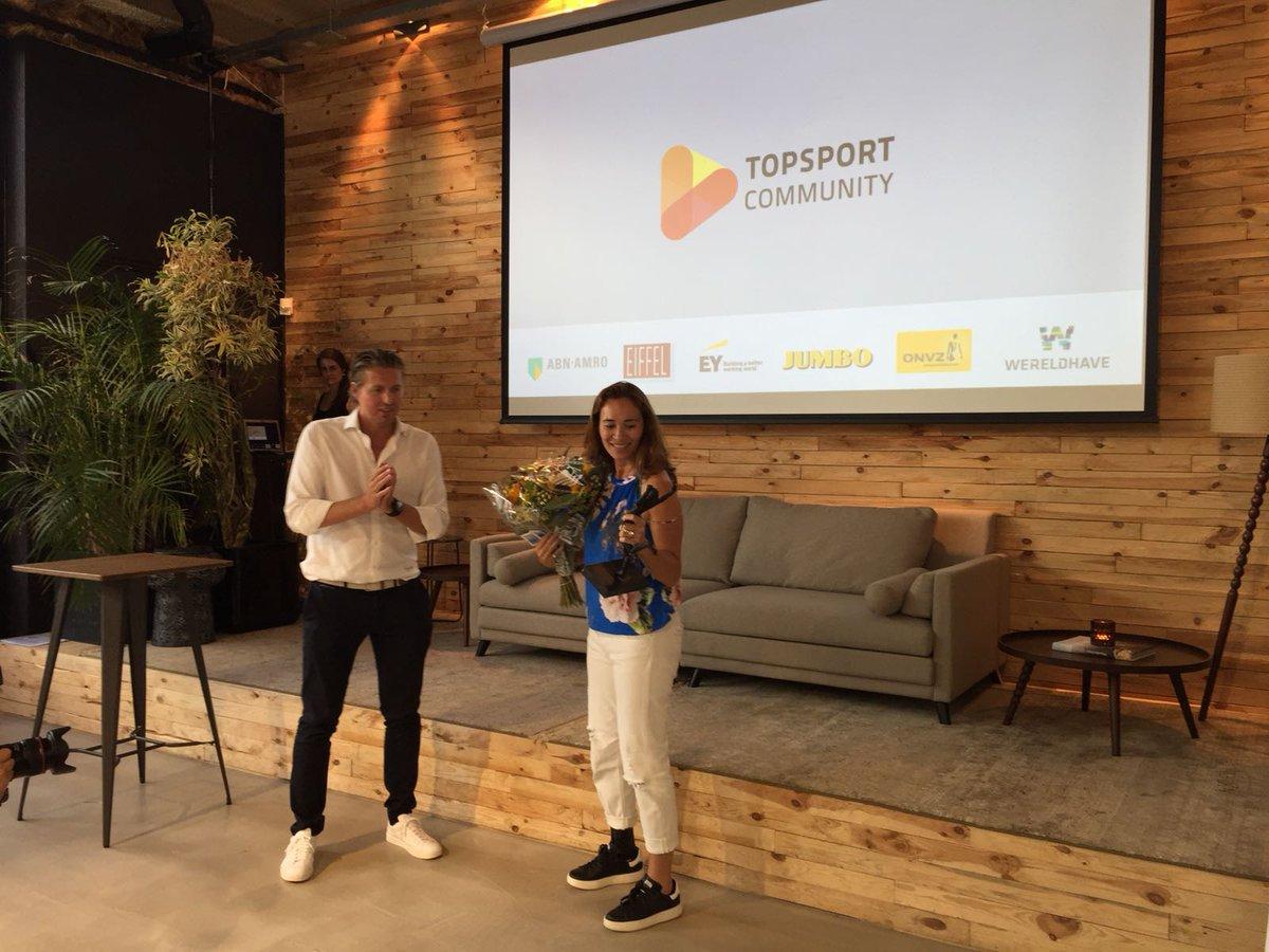 Wat een enorme eer 😊😊 gistermiddag kreeg ik van  Pieter van den Hoogenband de eerste Topsport Community award uitgereikt!!!