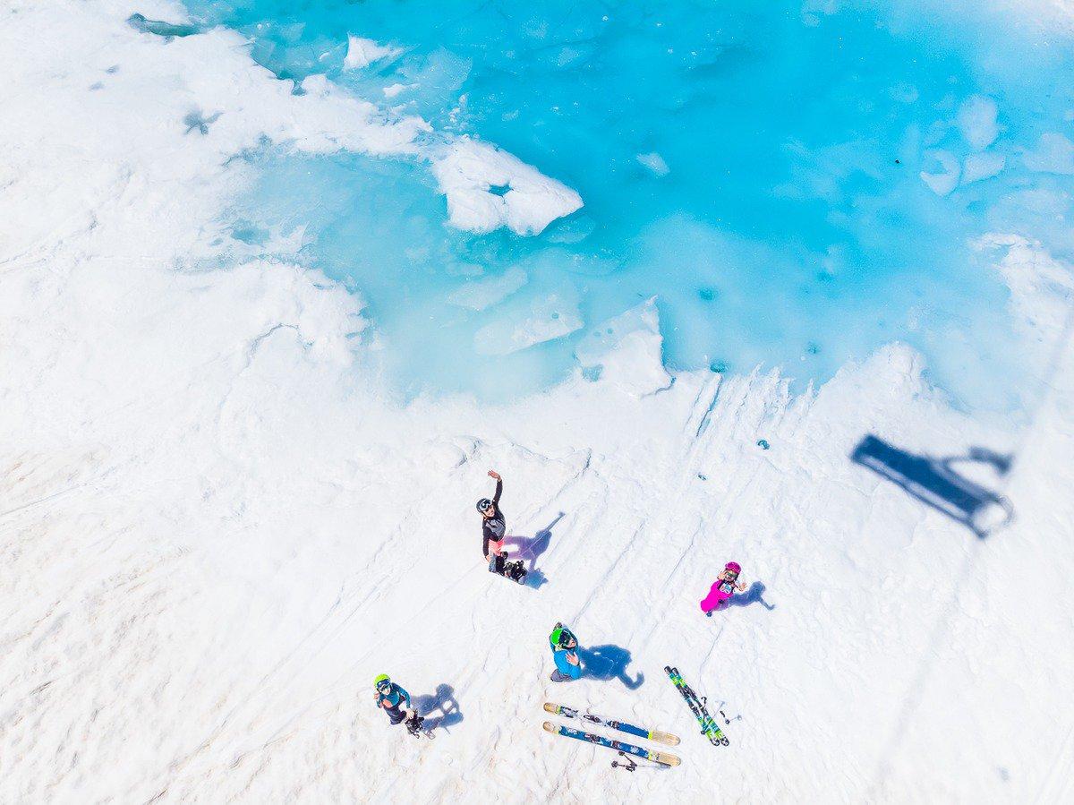 Ski d'été au bord d'un Lagon?  Ou Waterslide sur le Glacier du Pisaillas? Crédit Photo: Andy Parant @valdisere @TignesOfficiel https://t.co/uWFaxERsWd