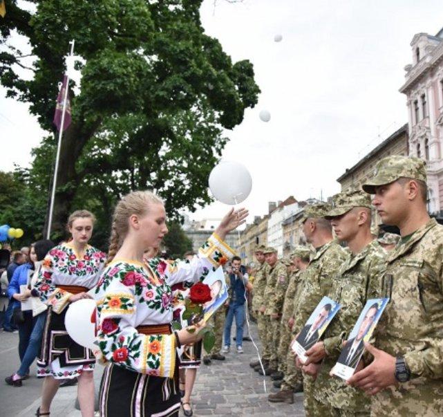 Десантники 80-ї ОДШБ урочисто пройшлися вулицями Львова після повернення з Донбасу - Цензор.НЕТ 5713