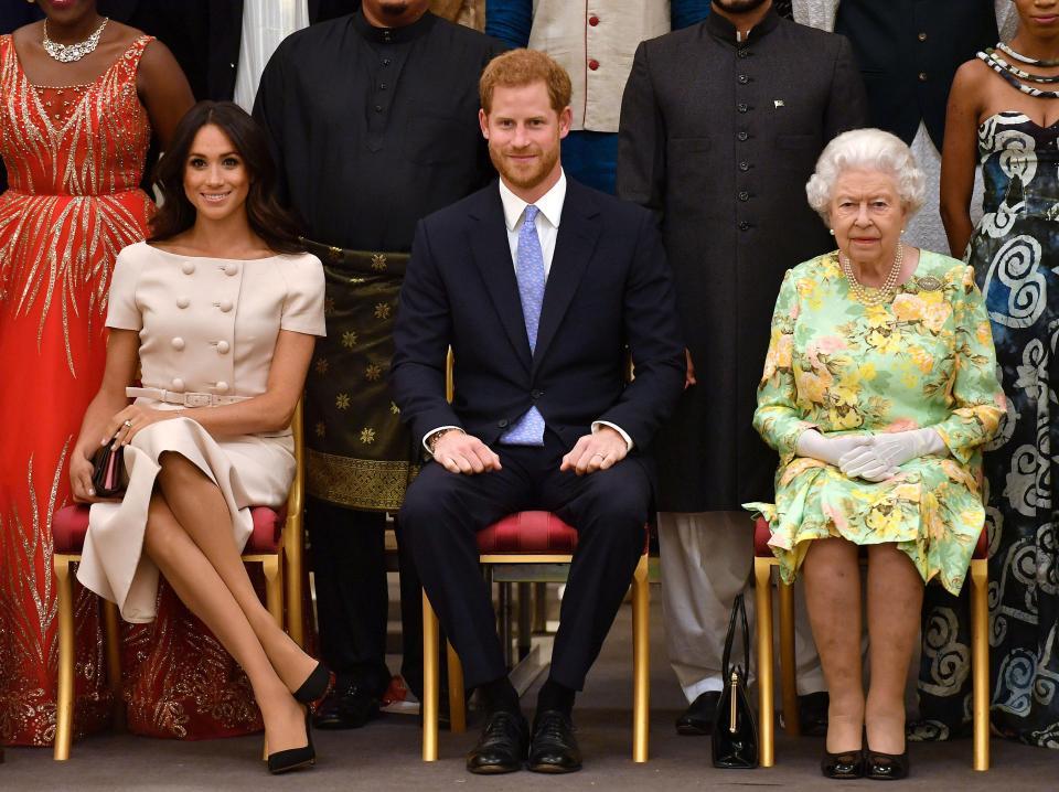 People : Le prince Harry a refusé de tenir la main de son épouse lors d'un événement(Vidéo)