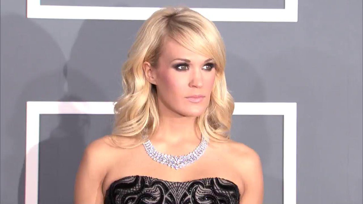 Image for the Tweet beginning: Yep, stealing Carrie Underwood's workout