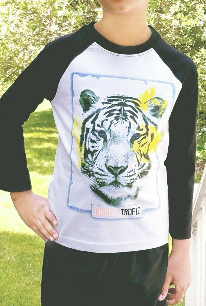 Roar & rule..🐯 one of the boldest print in my collection..