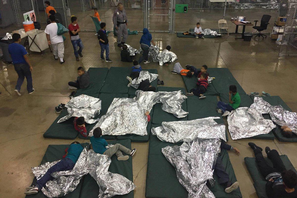 Famílias de imigrantes detidas e separadas | Donald Trump reage às críticas e diz que EUA não vão virar 'campo de refugiados' https://t.co/sh2rjJACqr