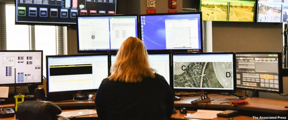 Apple aims to solve problems locating 911 calls for help. https://t.co/O78td8cOEj https://t.co/8ZTGakusLJ