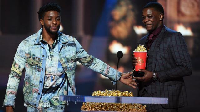 'Black Panther' star honors Waffle House hero at MTV Movie Awards https://t.co/5aX9xzUj7e https://t.co/Nw0av9YS1G