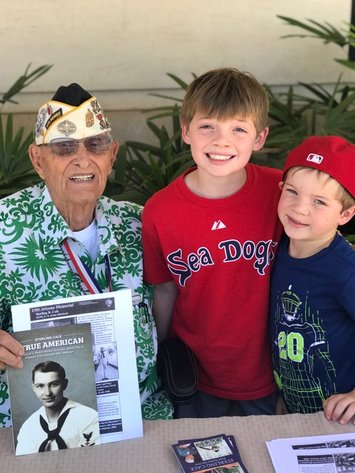 Honored for my boys to meet a true American hero - Sterling Cale. Pearl Harbor survivor & vet of WWII (Guadalcanal!), Korean and Vietnam wars. He bravely rescued men from burning water of USS Arizona. True sacrifice & service! Still a gentleman & inspiration for all today. Foto