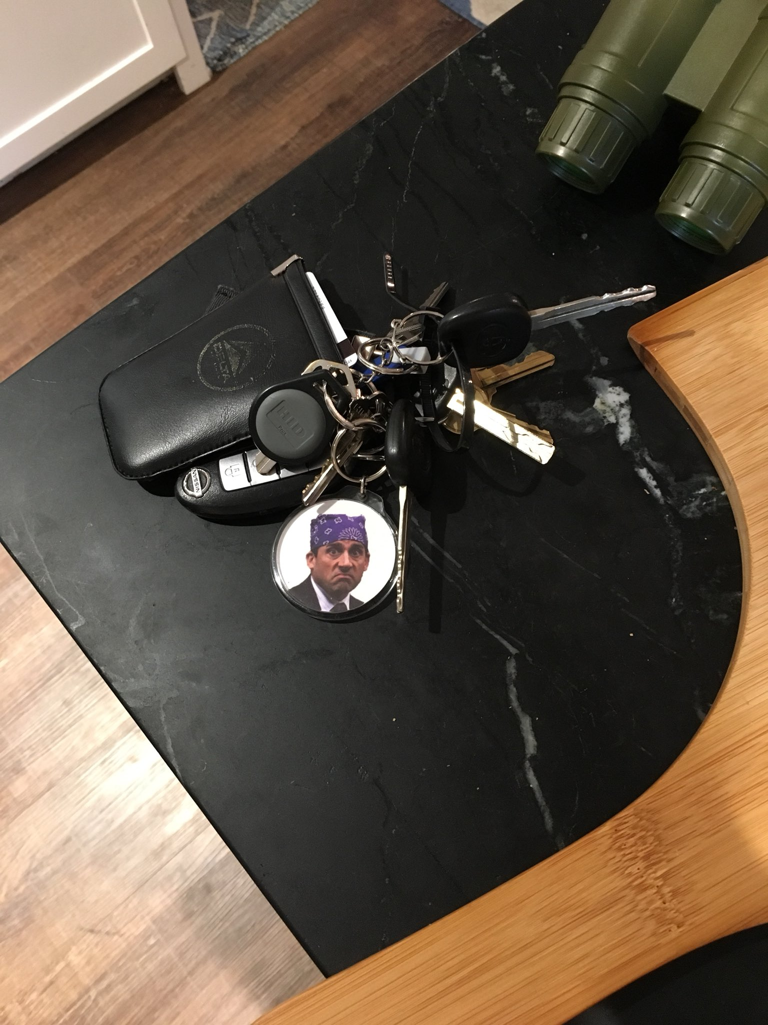 """my 8 yr old neighbor saw my new keychain and said """"is that your boyfriend?????"""" https://t.co/h3BCeV7ZgW"""