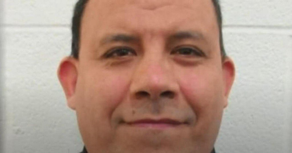 Texas deputy sexually abused undocumented immigrant girl, 4, sheriff says https://t.co/xjFkM7d2sX https://t.co/FHe5R7WJpY