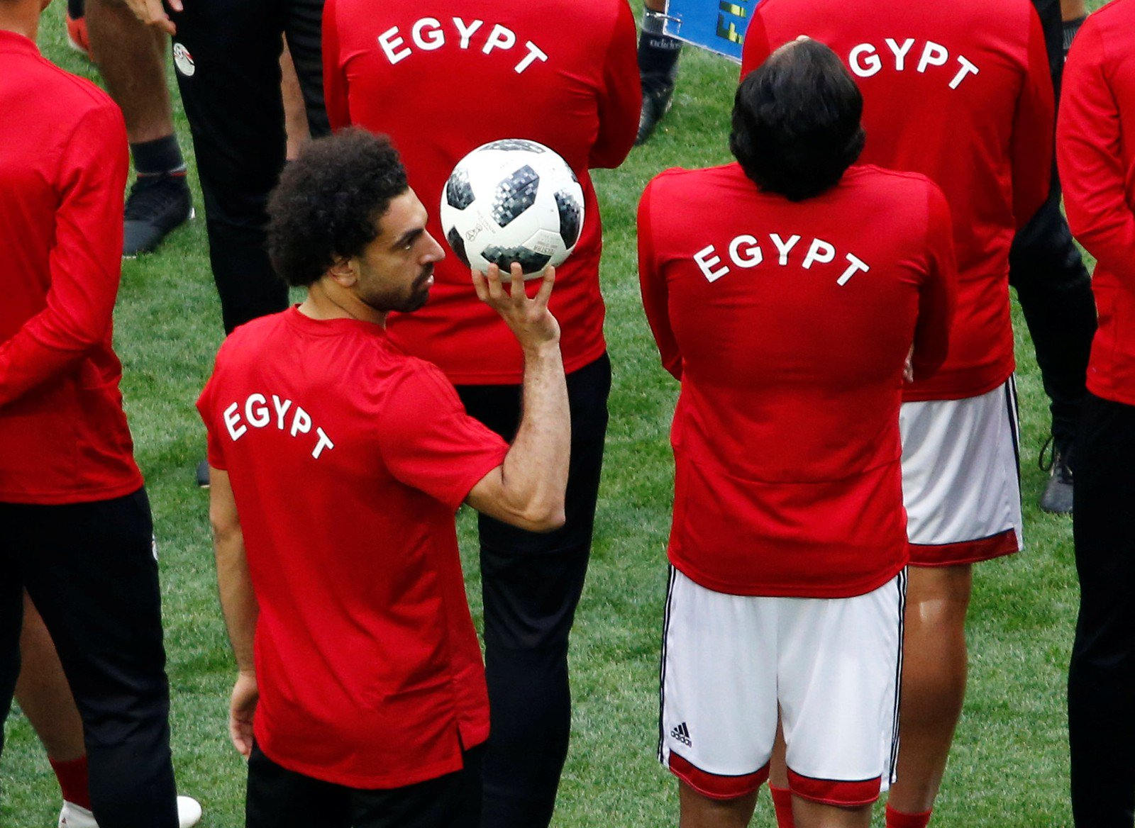 Ainda dúvida contra a Rússia, Salah tem 'Dia D' pelo Egito na Copa do Mundo https://t.co/8xPYWE9cnq https://t.co/0A4ZP8wsfL