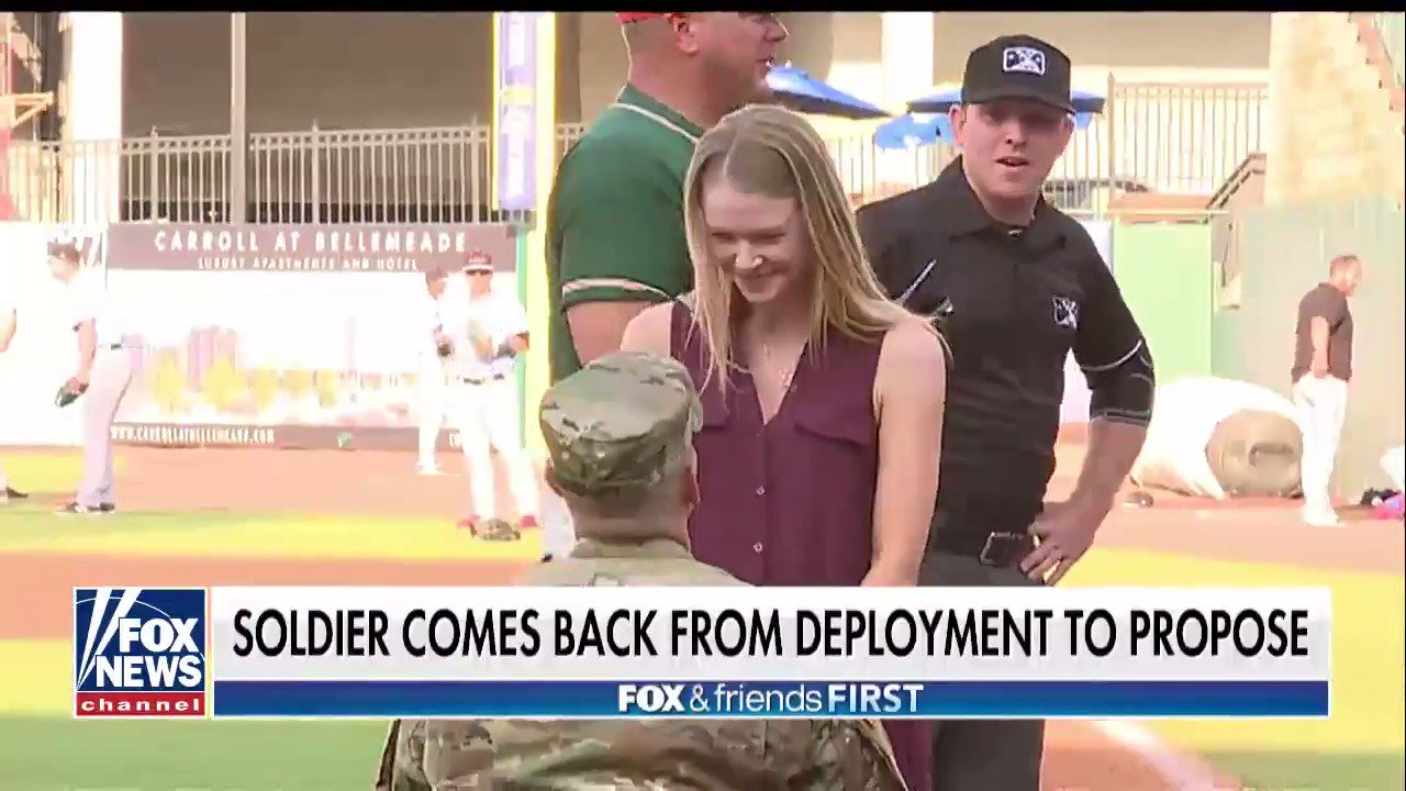 Soldier Surprise at Baseball Game Ends with a Proposal https://t.co/Qm7yIDVqji