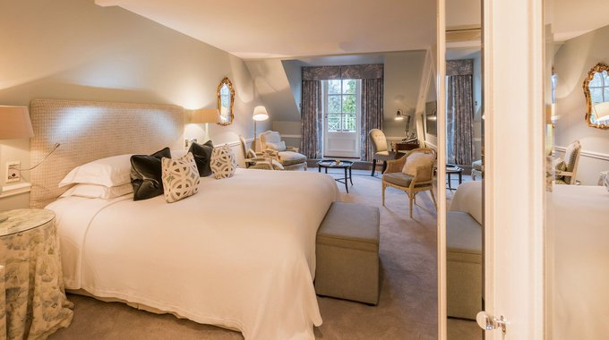 Choose Chewton Glen for your summer staycation & enjoy the 4th night on us! #TravelTuesday Photo