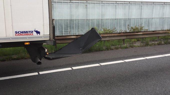 Ongelukje de A20 tussen vrachtwagen/ auto. Snelweg is afgesloten vanaf Coldenhove tot Westerlee https://t.co/nSWnjWeEps