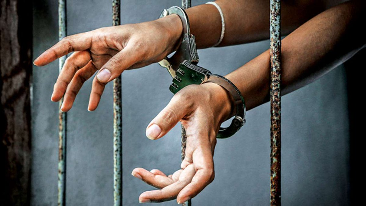 Meerut priest tries to convert 17 Hindus into Christianity by offering money, arrested  https://t.co/c3iXUZfBdK  @srawans