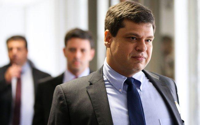 PF indicia ex-procurador Marcelo Miller, Joesley e mais três por corrupção no caso JBS → https://t.co/eaYeaiNIi2