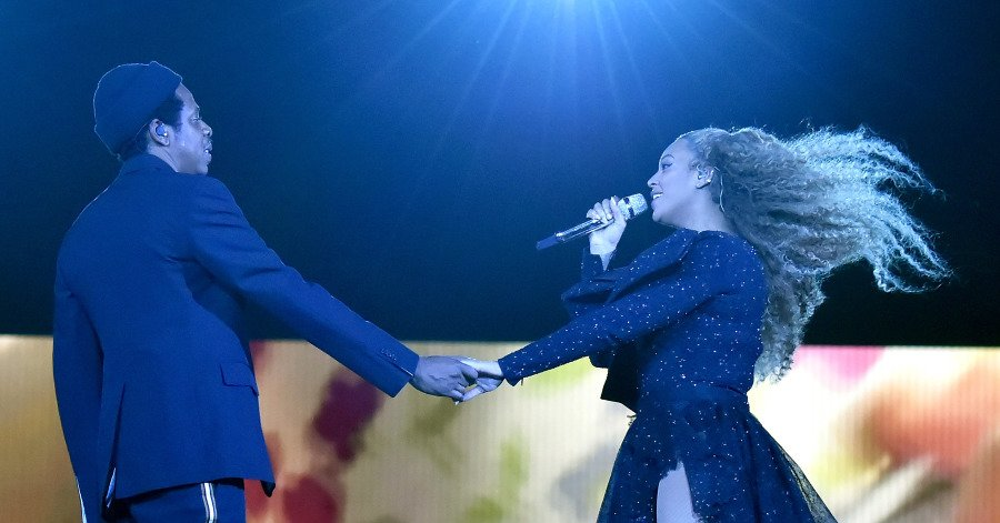 Beyoncé #and #Jay-Z Go Pay-to-Play With New #Album https://t.co/7BcqzIjqqX https://t.co/jeVOg4UlUA