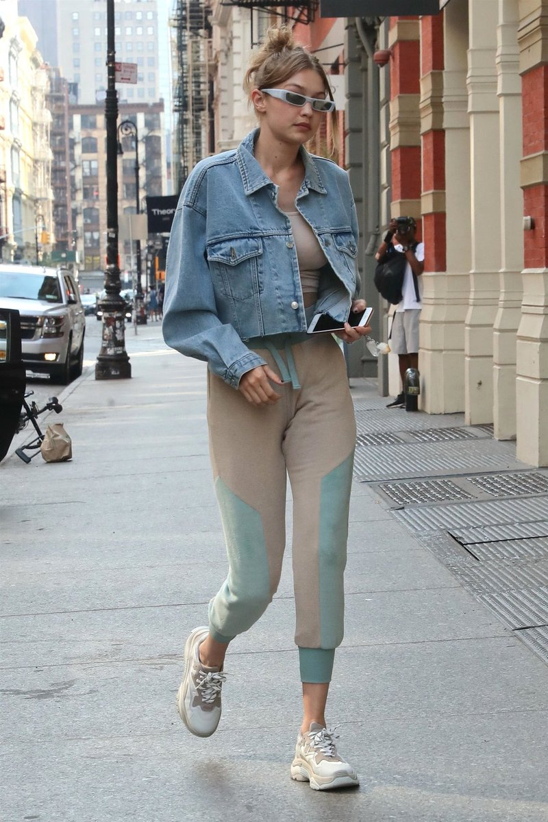 Gigi Hadid Source On Twitter June 18 Arriving At Inside Flats Khaky Zayns Apartment In Nyc Https Tco Xe3yyhk4f3