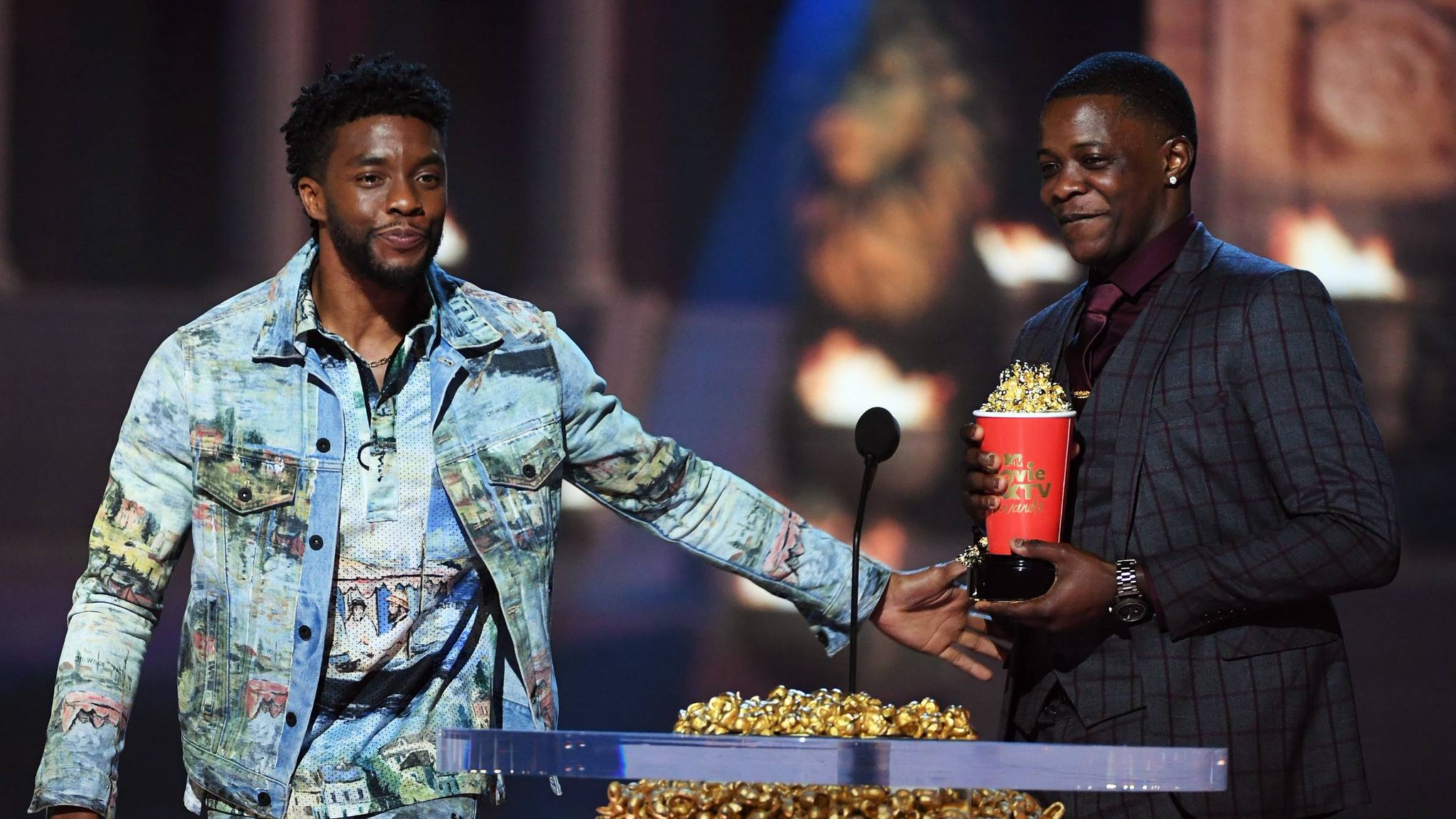 Chadwick Boseman gave his Best Hero award to real-life hero James Shaw Jr. https://t.co/WhxDl6LkwG https://t.co/iLy9Yxmmcv