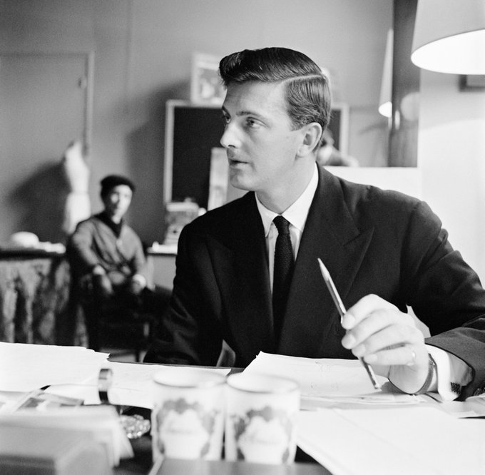 """.givenchy&#39;s upcoming couture presentation will be dedicated to late founder Hubert deGivenchy, whodied in March. The house said the show will be """"an homage to his iconic creations"""" and a """"celebration of his timeless elegance""""  …  https:// twitter.com/TheSTStyle/sta tus/1009036964270616576 &nbsp; … )<br>http://pic.twitter.com/uiN8qijBPa"""