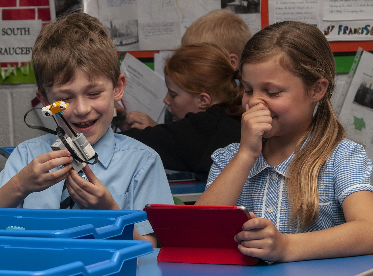 Well what a great day! We were using @LEGOeducationUK WeDo2.0 with children in years 2,3 and 4 and they did some brilliant engineering - and taught us a few new things too!
