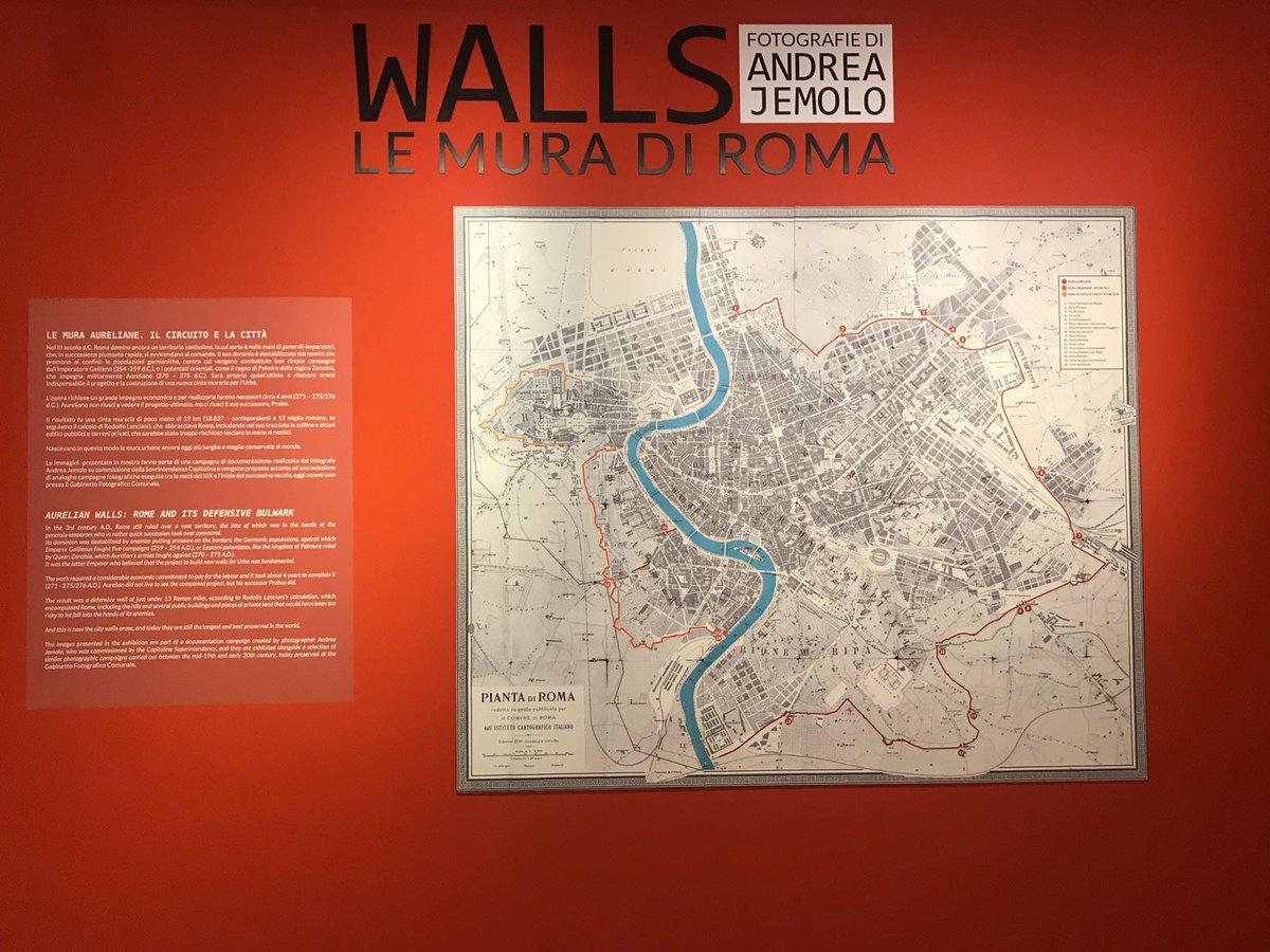 Apre domani al pubblico la mostra Walls. Le Mura di @Roma con le fotografie di #AndreaJemolo che raccontano la cinta muraria urbana più lunga, antica e meglio conservata della storia. 📝 Dal #20giugno al 9 settembre 2018 al Museo dell#AraPacis: bit.ly/2MCh5gQ