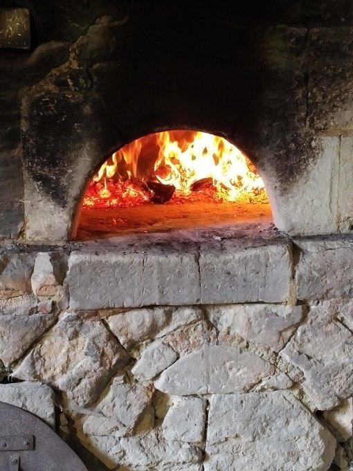 ▶️ Venez cet après-midi au #ChateauDeBreze pour voir la boulangerie médiévale fonctionner ! 🔥 #MardiConseil Photo