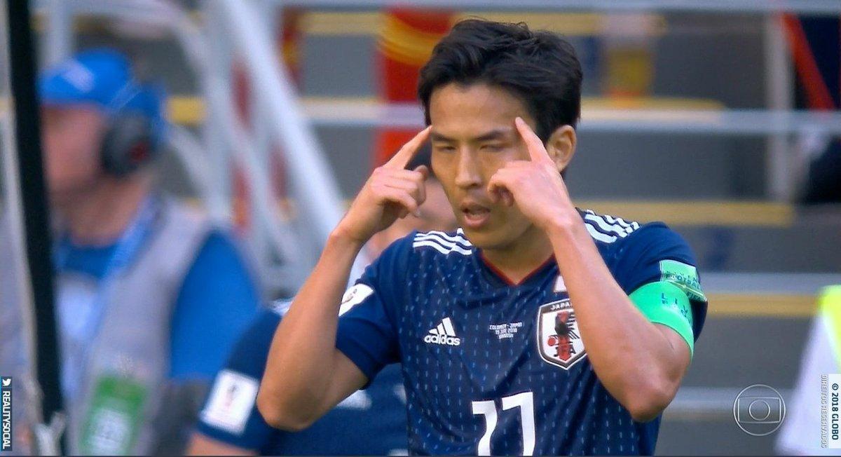 E o japonês que imitou um japonês na comemoraçao do gol