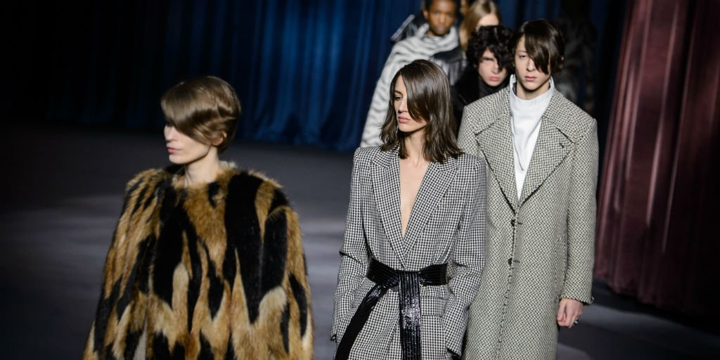 .@givenchy&#39;s Fall 2018 Haute Couture show will pay tribute to Hubert de Givenchy:  https:// trib.al/jf5sH4A  &nbsp;  <br>http://pic.twitter.com/cPdvnJXyXK