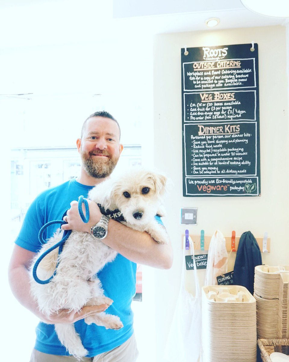 Mark (Owner and Head Chef of @RootsEdin) with the Roots mascot, Dougal 🐶👨🏼🍳   Roots and many other establishments in #edinburghswestend are dog friendly @TVOBedin @TheMelvilleBar @foxcaterers   #takeacloserlook #hiddengems #edinburgh #edinburghlife #dugsnpubs