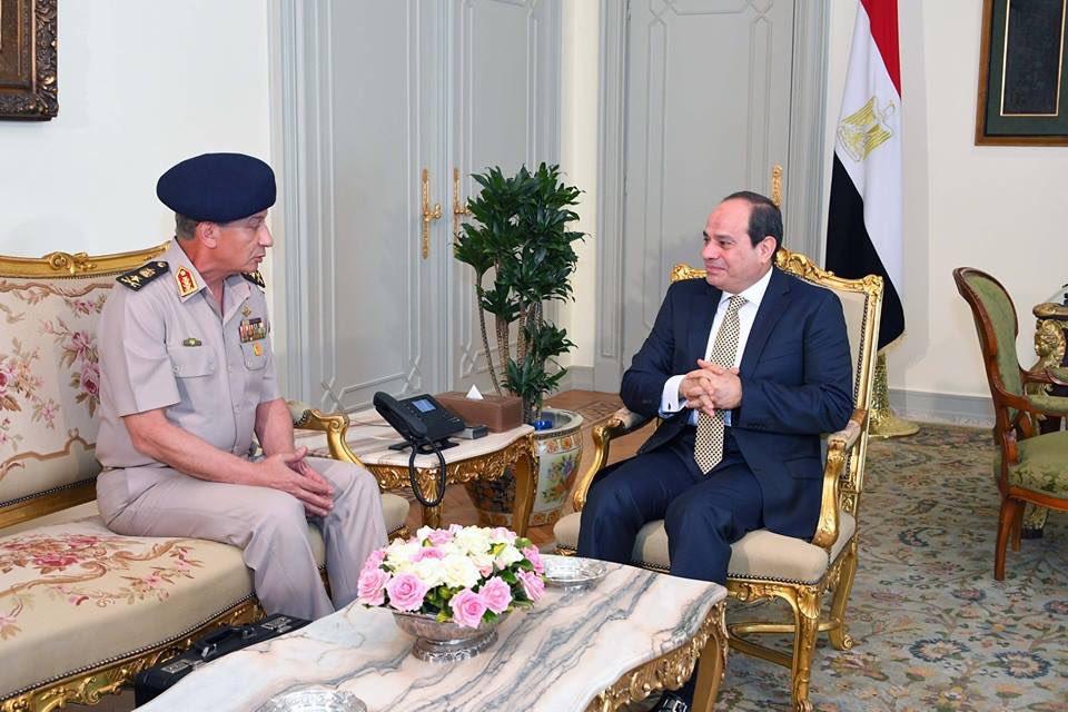 الحكومة المصرية تؤدي اليمين.. وزيران جديدان للدفاع والداخلية DgED4e6X4AADvyj