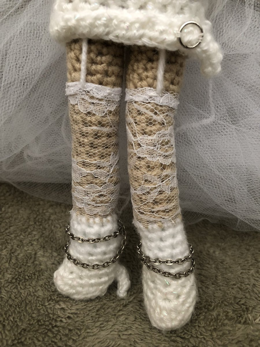 5186a8df3af6ad ... features @feliciafinley as #linda in #weddingsinger! #Glitter yarn gives  a #leather look and #personalized cell phone #charms were used to make the  ...