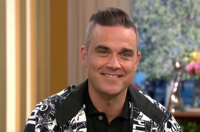 WATCH: Robbie Williams responds to reports that he's set to join the X Factor judging panel Foto