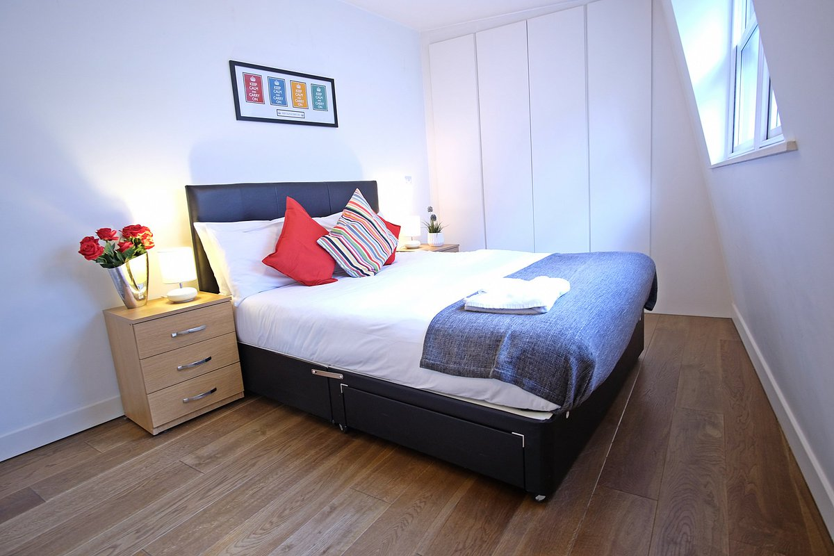 From £100/night! Our Liverpool Street apartments #London right on Bishopsgate!   https:// urban-stay.co.uk/serviced-apart ments/london/london-city-apartments-liverpool-street/ &nbsp; …    #traveltips #businesstravel #lovelondon #londonislovinit #travel #corporatetravel #ttot #lovetravel<br>http://pic.twitter.com/BmrQwchhh6