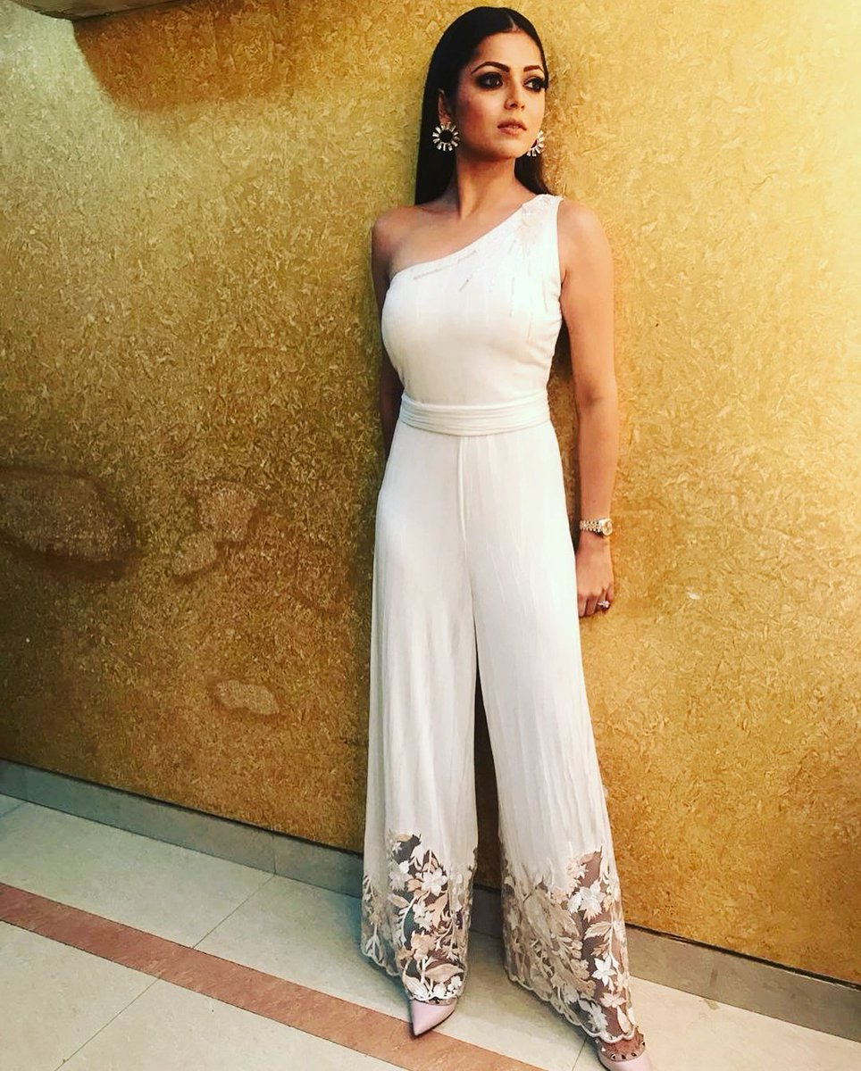 Drashti Dhami lookis stunning in a white dress at Gold Awards 2018 pics, images, pictures, photos