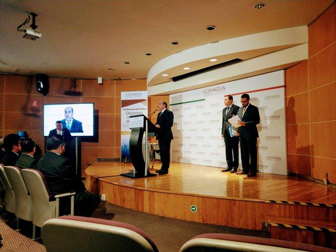 En #ConferenciaDePrensa el Director de la @conagua_mx dice con énfasis: Ni se privatizará el agua ni habrá #LeydelAgua en lo que queda en este sexenio @alcanzandohoy Foto