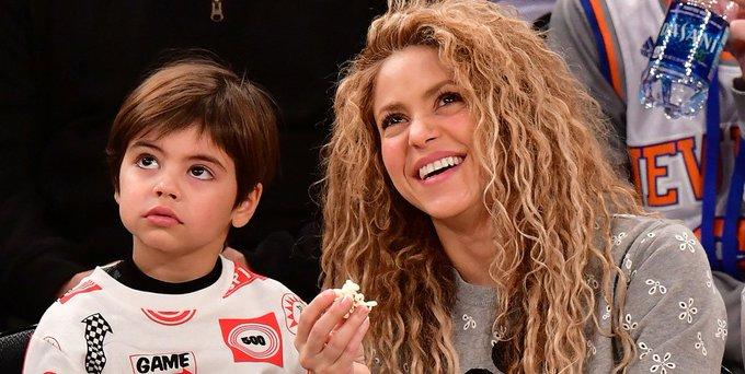 @Shakira a pesar de estar de gira mundial regresó a Barcelona para acompañar a su hijo mayor --> Photo