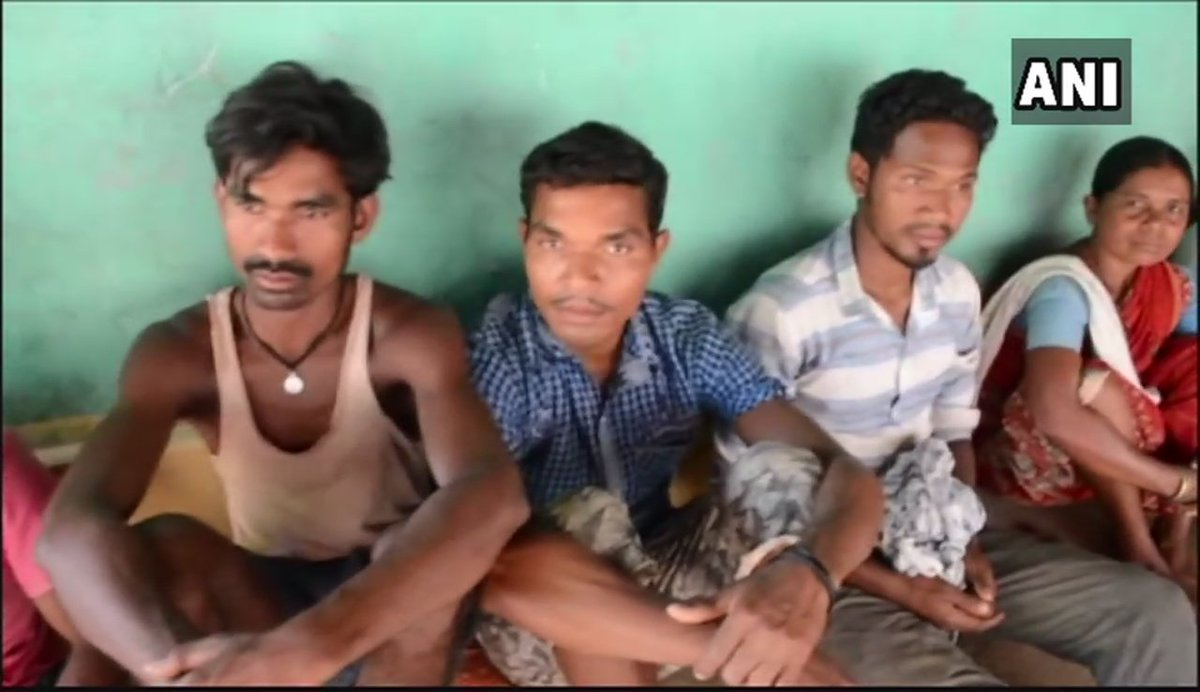 Around 30 former Naxals from #Sukma who had surrendered before police in 2016, guard themselves with bow & arrows after receiving threats from Naxals, alleging that they havent received any help from the administration as per rehabilitation policy of the government #Chhattisgarh