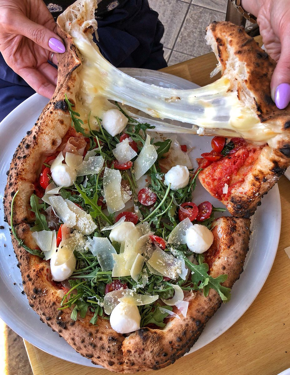 Las Vegas Foodie On Twitter Where Cheesy Pizza Dreams Come