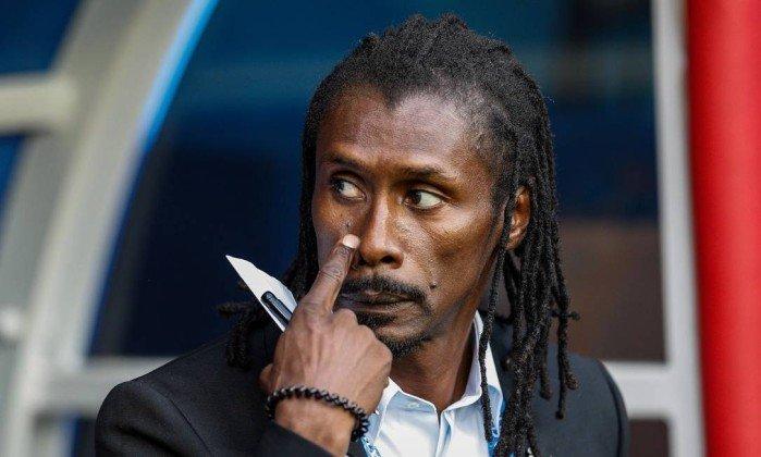Único negro, Aliou Cissé tem o menor salário entre técnicos da Copa. https://t.co/OZsSkHYsZu
