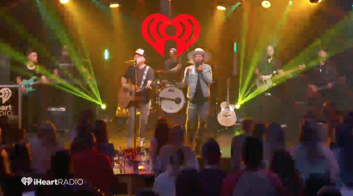 Now that&#39;s how you wrap up a @mrBobbyBones #iheartCountry book release party... with @LOCASHmusic <br>http://pic.twitter.com/DE7MI2jfx0