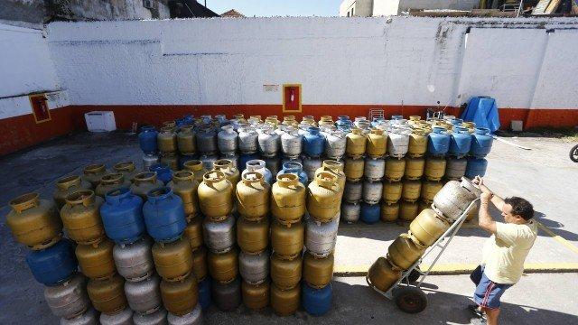 Preço do botijão de gás de cozinha completo tem variação de até 38% no Rio. https://t.co/cNiAmyo6pE