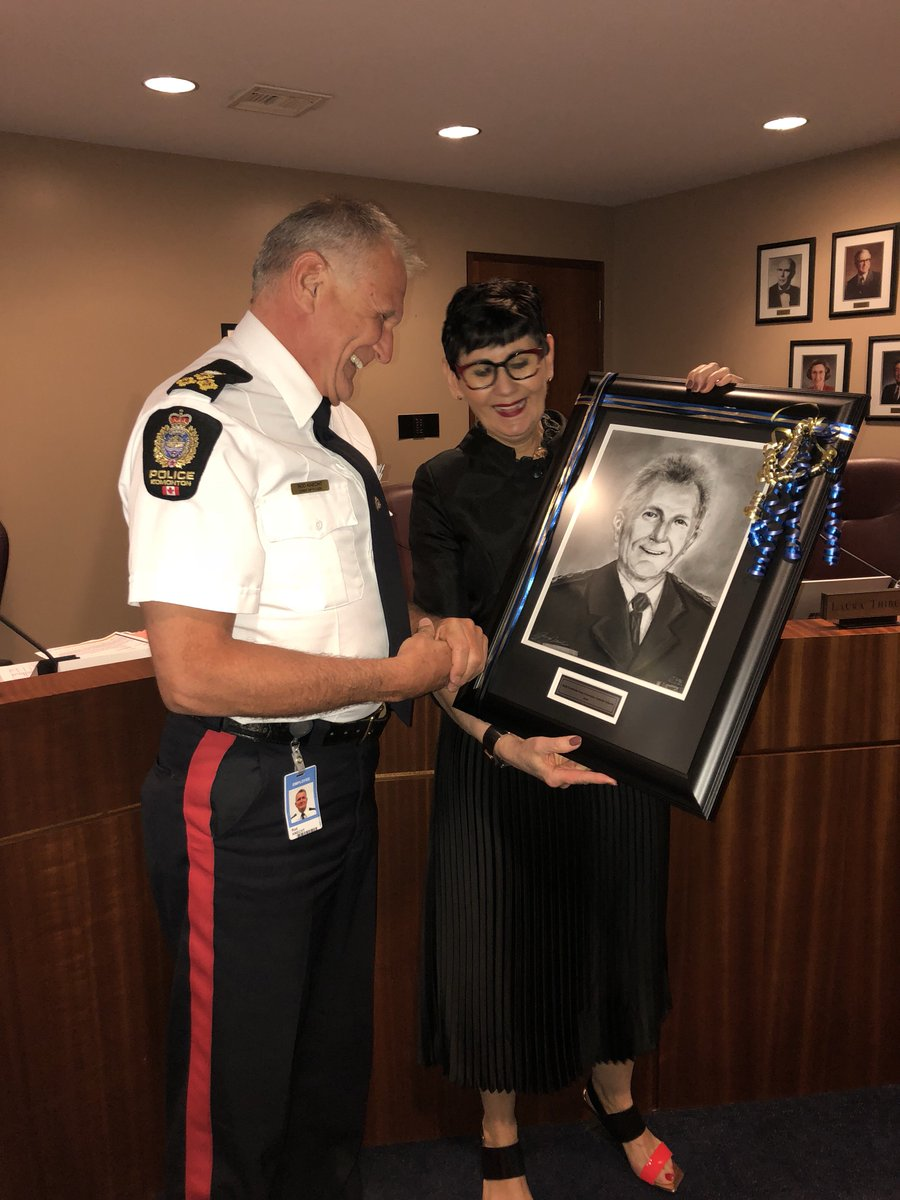 Also at today's meeting Edmonton Police Chief Rod Knecht was thanked for his service and presented with a student drawn charcoal portrait.  #yeg #ECSDfaithinspires <br>http://pic.twitter.com/QJVTACsJEH