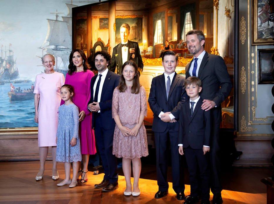 >@Emais_Estadao Além do Reino Unido: conheça outras famílias reais pelo mundo https://t.co/fWKy5GXgq4
