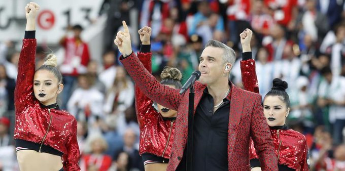 Robbie Williams explica por qué hizo el polémico gesto en Rusia 2018 Photo