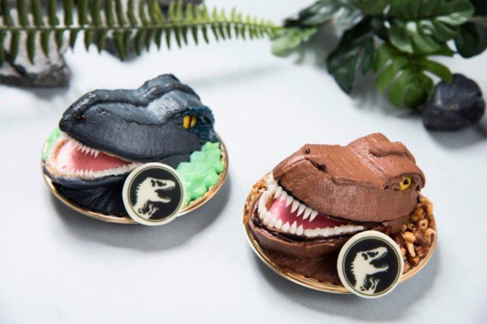 「ジュラシックワールドCAFE」東京&大阪に、恐竜の卵スイーツや化石発掘ケーキなどの恐竜メニュー -