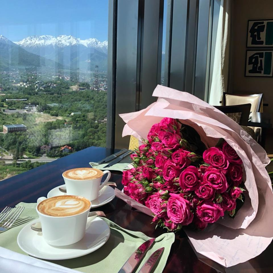 Our perfect morning starts with coffee at Vista Restaurant, enjoy the marvelous mountain views that inspire unforgettable #RCMemories.<br>http://pic.twitter.com/ujb0rGw62r