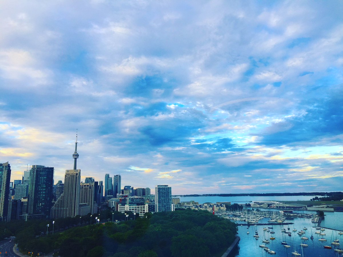 12 hours of #TravelTuesday #planes #trains #automobile = grumpy. Then @HotelXToronto #upgrade me to #suitelife = major #attitude #adjustment #skiesthelimit #hotelxtoronto #torontolife #HotelStory #posh #spoiled B #staycation #pamper #SUNSET #love this #hotel service is A+++