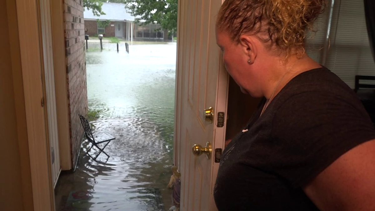 Bridge City woman upset after home floods with ankle deep water https://t.co/L3KEtRO5DC