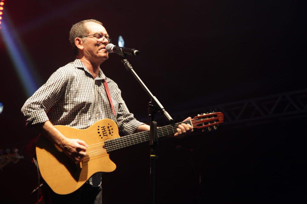 O cantor, Josias Sobrinho, encantando o público com o seu show, no Arraial Donato Alves! 😍☺️#SãoJoãoDeTodos2018