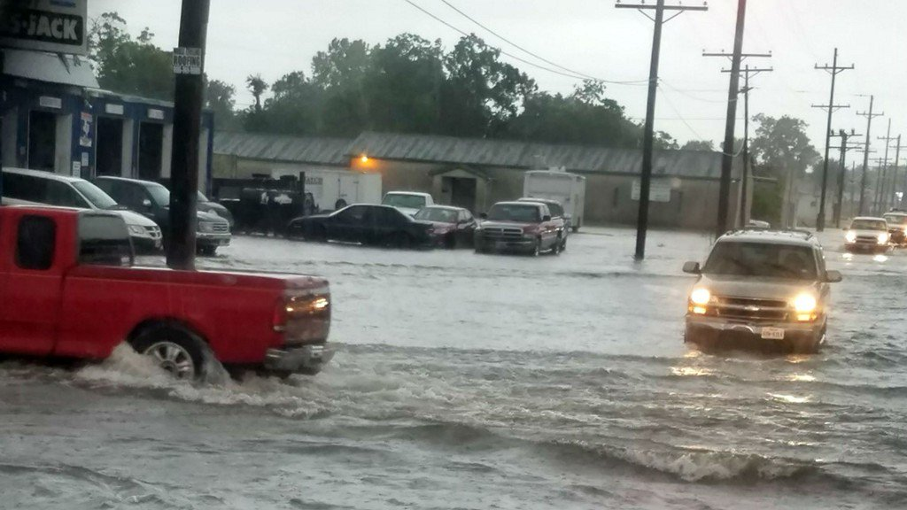 Heavy rains in Southeast Texas cause widespread flooding https://t.co/4zEETn1Ay3